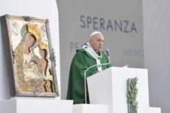 Папата Фрањо: Христијанската новост е да им простиш и да ги љубиш непријателите