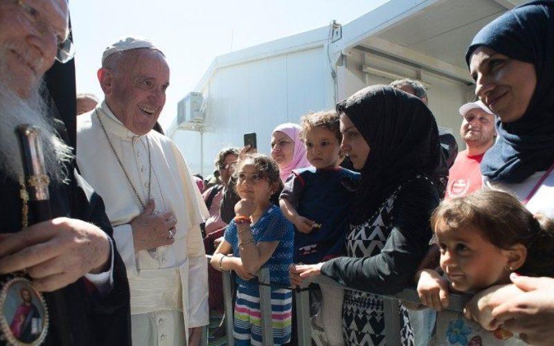 До епископите во ЕУ испратен повик и упатство како да ги прифатат бегалците од Лезбос