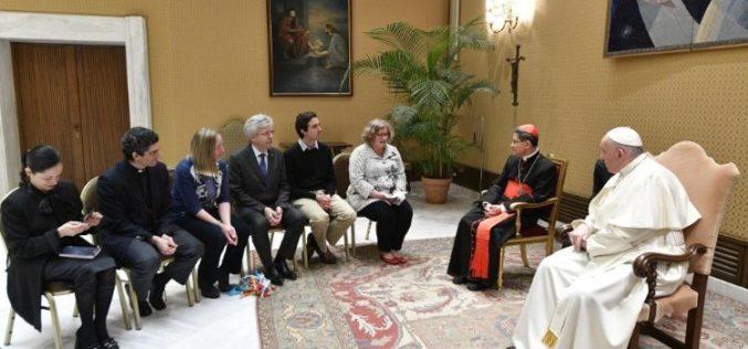 """Поради """"лесна спреченост"""" откажана средбата на Папата со римските свештеници"""