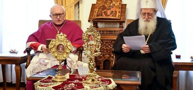 Папата Фрањо подари мошти на Бугарската православна црква