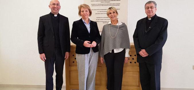 Бискупот Стојанов ја прими државната секретарка за европски работи Метелко – Згомбиќ