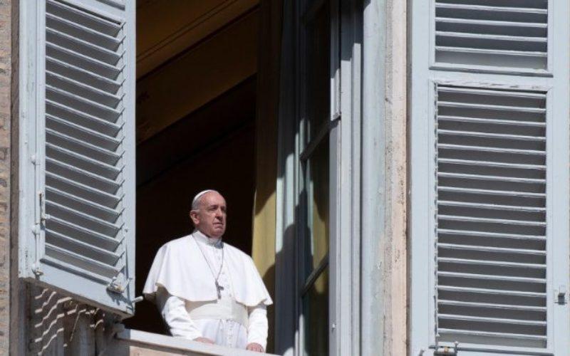 Папата после молитвата Ангел Господов: Повикани сме да ја откриеме вредноста на заедништвото