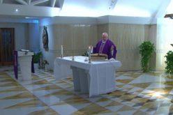 Папата Фрањо: Молам за старите луѓе кои се сами и во страв