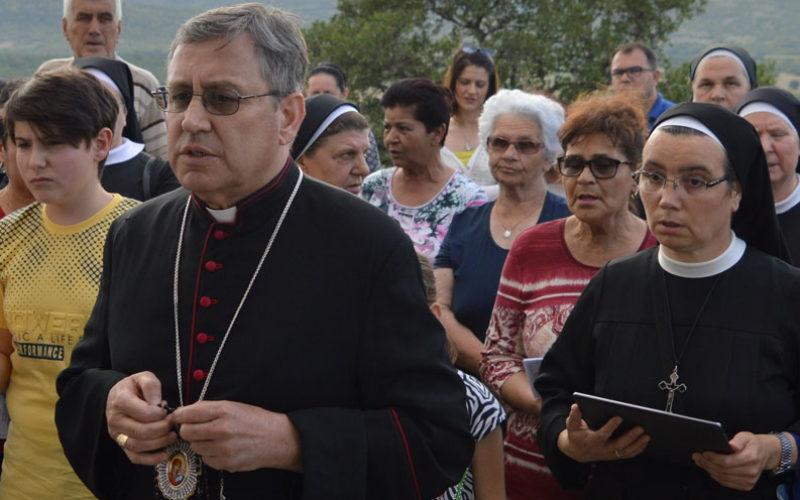 Света Бројаница со епископот Стојанов на Радио Марија