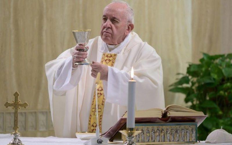 Папата Фрањо се молеше за затворениците и повика на духовна причест