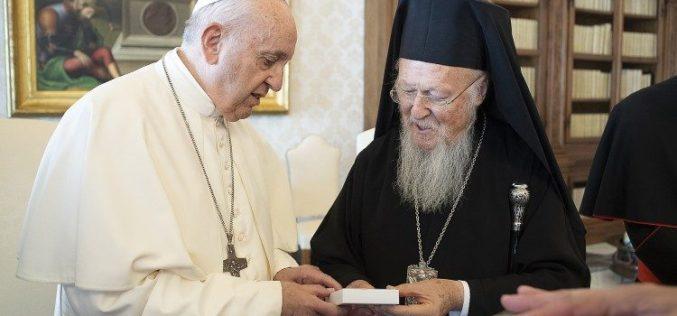 Патријархот Вартоломеј I испрати порака до Папата и италиjанскиот претседател