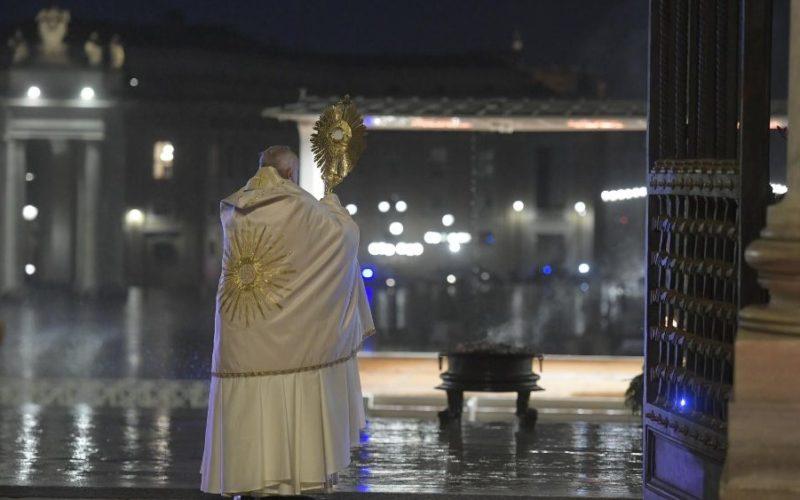 """Папата: """"Што сте така плашливи? Како немате толку вера?"""""""