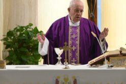 Папата: Започнуваме да ги гледаме луѓето кои се гладни