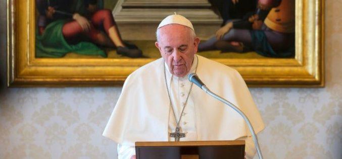 Папата: Животот кој Бог ни го дава нè прави сочувствителни кон другите