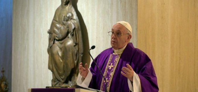 Папата се заблагодари на сите оние кои се грижат за луѓето во тешкотии