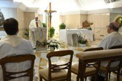 Папата: Нека тишината во овој период нè научи да слушаме
