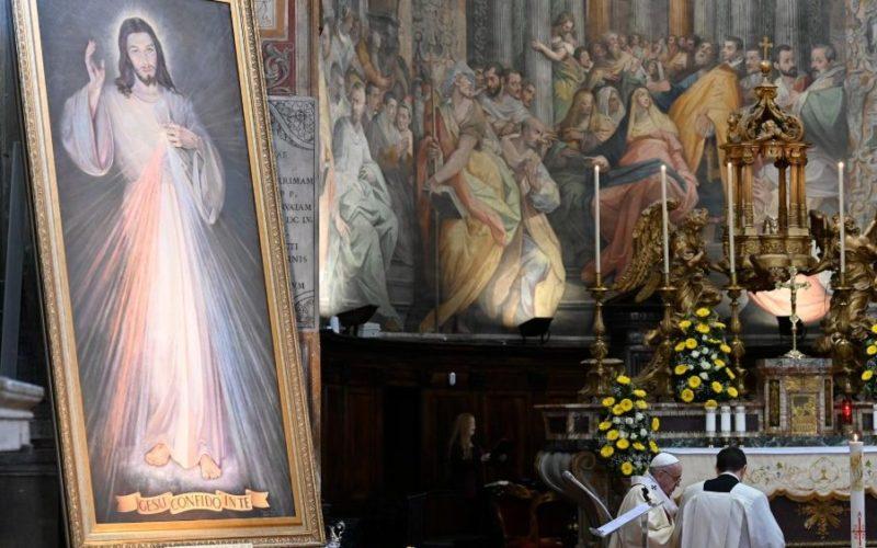 Папата: Божјото милосрдие секогаш одново нè подигнува од нашите падови