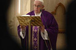 Папата се молеше за оние кои мислат на сиромашните и гладните