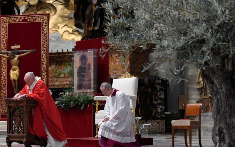 Папата: Не плашете се животот да го потрошите за Бог и за другите