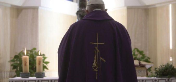 Папата: Да молиме за денешните Јуди