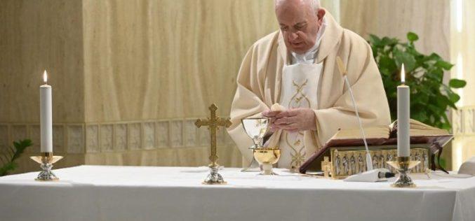 Папата: Нека решенијата на кризата предизвикана од коронавирусот биде во корист на луѓето, а не на парите