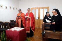 На Велики Петок епископот Стојанов служеше во капелата на Епископската резиденција