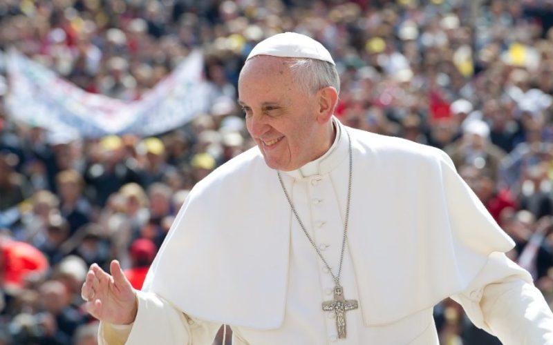 Папата на својот именден даруваше на другите