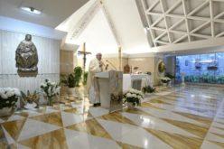 Папата се молеше за семејствата во тешкотии и за преобраќање на лихварите