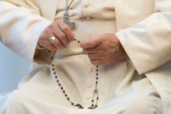 Папата повика на заедничка Света Бројаница во мај против коронавирусот