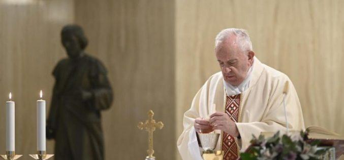 Папата: Да се молиме сите да можат да уживаат во достоинството на работата и убавината на одморот