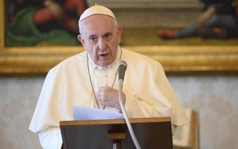 Папата поттикна на меѓународна соработка како би го надминале коронавирусот