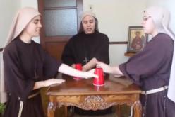 Чесни сестри со ритамот на чашите станаа хит на интернет (Видео)