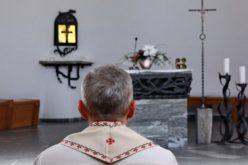 Папата до римските свештеници: Во бурата не го напуштивте стадото
