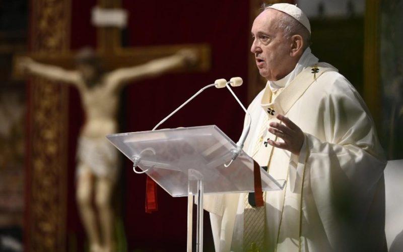 Папата Фрањо: Со Евхаристијата Господ го лекува нашето сеќавање