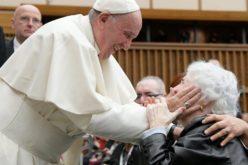 Папата: Каде нема грижа за старите лица, нема иднина за младите
