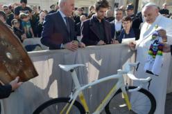 Велосипедот на Папата продаден на аукција