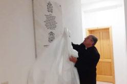 Поставена спомен плоча во Бискупската резиденција по повод посетата на папата Фрањо