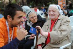 Папата повика на почит кон дедовците и бабите