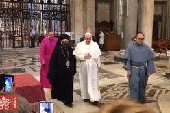 """Папата ја посети базиликата """"Света Марија Велика"""" во Рим"""