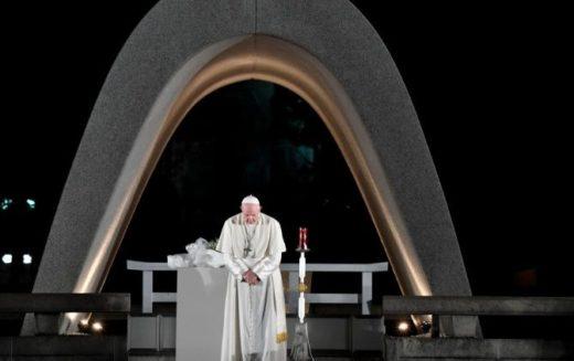 Папата упати порака до гувернерот на Хирошима: Мирот е возможен единствено без нуклеарно оружје