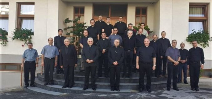 Завршија духовните вежби за свештениците