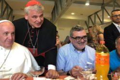 Папата ги покани бездомниците на море