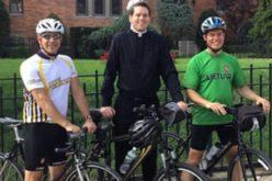 Млад свештеник на креативен начин меѓу верниците ја буди верата и љубовта
