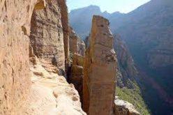 Етиопија: Искачување по стрмна карпа босоног и без јаже до духовнта оаза вдлабната во карпата