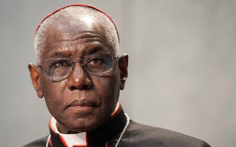 Кардинал Сарах: Виртуелната света Литургија не може да го замени личното присуство