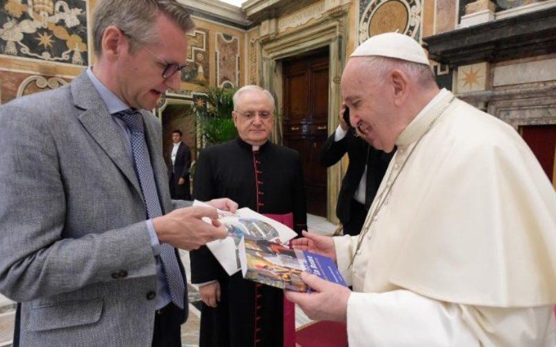Папата Фрањо: Медиумите нека бидат сејачи на надеж