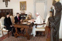 Папата се сретна со претседателот на Меѓународниот Црвен Крст