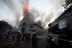 Епископите на Чиле ги осудија пожарите подметнати во двете цркви