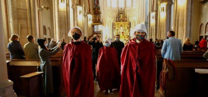 Реакција на надбискупот Гадецки за оскврнувањето на цркви во Полска