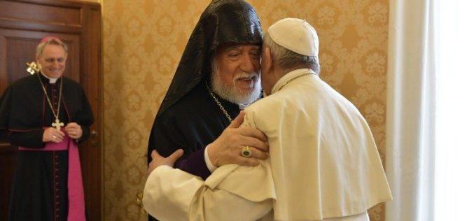 Папата се сретна со ерменскиот поглавар Карекин II.
