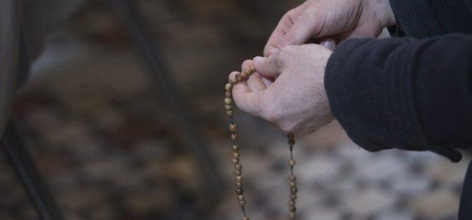 Папата ги повика верниците да молат Света Бројаница