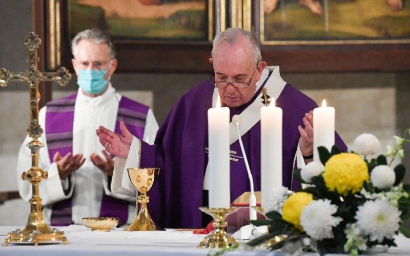 Папата ја предводеше светата Литургија на гробишта Кампо Санто Теутонико