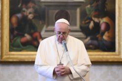 Папата Фрањо се моли за жртви од тероризмот
