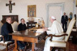 Папата го прими во аудиенција ослободениот мисионер о. Макали