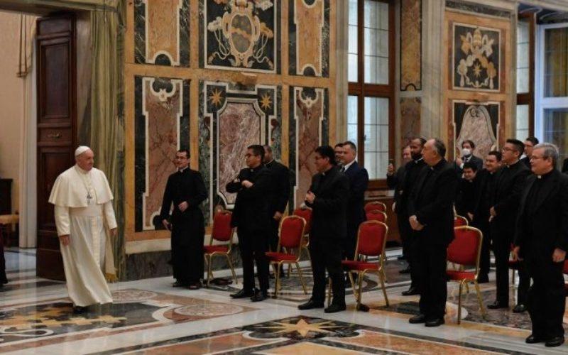 Папа: Ковидот влева страв, помогнете му на светот да не се затвора